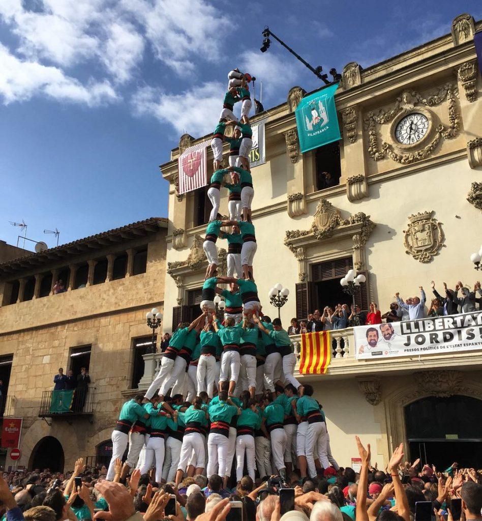 Fantstic!!! 3d10fm dels castellersdevilafranca amuntverds castellers TotsSants totssants2017